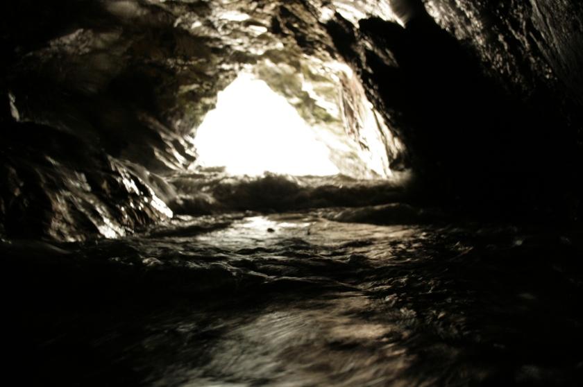 Stone Hole. Sea cave tide rise